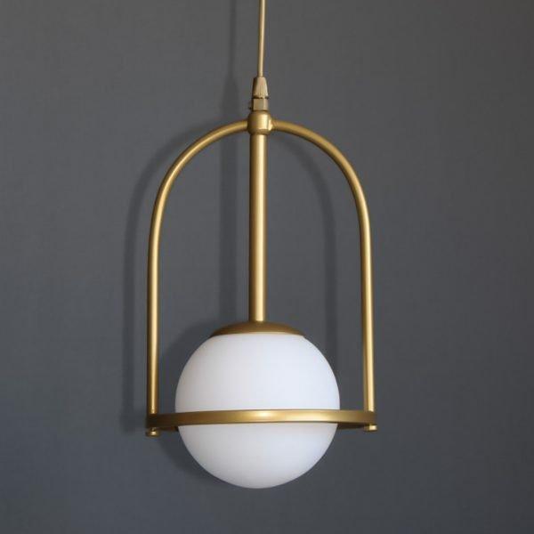 Φωτιστικό κρεμαστό μονόφωτο με οπάλ γυαλί σε χρυσό ματ